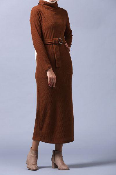 Kemerli Boğazlı Dar Kesim Triko Elbise